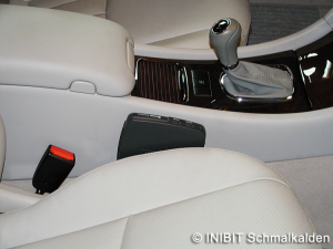 TravelControl Einbau Fahrzeuggerät im Mercedes Benz